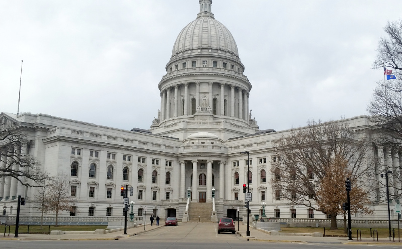 photo of the state capital in madison wisconsin